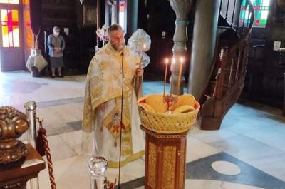 Φωτοστιγμές από  την Θ. Λειτουργία στον Ι. Καθεδρικό Ύδρας για την εορτή του Αγίου Ιωάννου του Θεολόγου